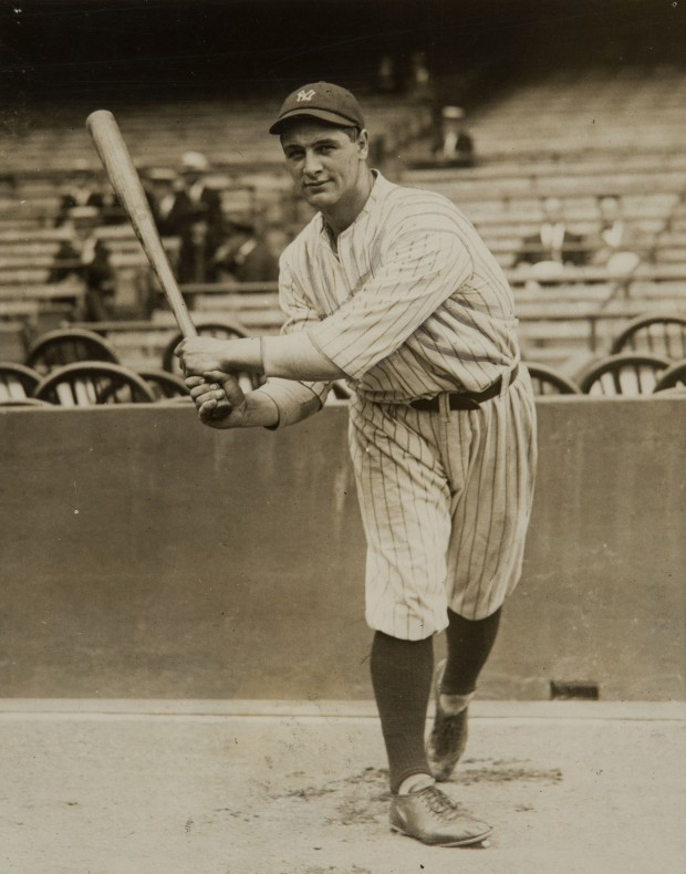 Lou_Gehrig_as_a_new_Yankee_11_Jun_1923.jpg